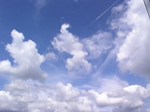 空に雲が浮かぶ理由